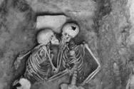Οι εραστές της Χασανλού: Το μυστήριο των σκελετών που «πάγωσαν» το φιλί τους (video)