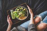 Οι βραδινές συνήθειες που οδηγούν σε αύξηση βάρους