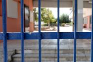 Αγρίνιο: Άνδρας αυνανιζόταν σε δημοτικό σχολείο φορώντας γυναικεία εσώρουχα