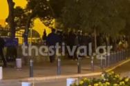 Με μηνύματα από μεγάφωνα προσπάθησαν να διώξουν τον κόσμο από τις πλατείες στη Θεσσαλονίκη (video)