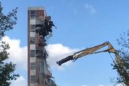 Κατεδάφιση κτιρίου οδηγεί σε καταπλάκωση του γερανού