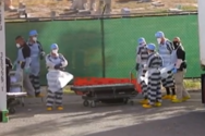 Κορωνοϊός - Τέξας: Κρατούμενοι φορτώνουν δεκάδες σορούς θυμάτων σε φορτηγά-ψυγεία (video)
