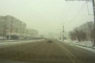 Ταξί παραβιάζει το κόκκινο και οι πεζοί γλυτώνουν με απίστευτο τρόπο (video)