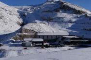 Χιόνισε στον Παρνασσό, άδειο το χιονοδρομικό κέντρο (video)