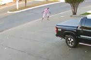 Πεζός έρχεται αντιμέτωπος με απαγκιστρωμένο και ανεξέλεγκτο trailer