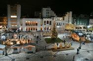 Φωτίστηκε το Χριστουγεννιάτικο χωριόστην πλατεία Γεωργίου (φωτο)