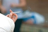 Κορωνοϊός: Τι ισχύει με τους καπνιστές