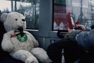 Φινλανδία: Λούτρινα αρκουδάκια κάθονται στις «απαγορευμένες θέσεις» των λεωφορείων