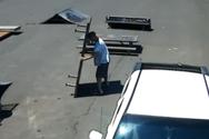 Οι πιο γκαφατζήδες κλέφτες σε ένα ξεκαρδιστικό βίντεο