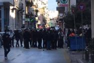 Πάτρα: Επεισόδιο μεταξύ ΜΑΤ και αντιεξουσιαστών - Έκλεισαν δρόμοι στο κέντρο (φωτο)
