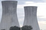 Εντυπωσιακή κατάρρευση ψυκτικών πύργων σε εργοστάσιο