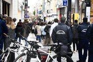 Κορωνοϊός: Μεταλλάξεις και ουρές έξω από τα μαγαζιά «ανησυχούν» τους ειδικούς