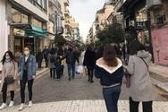 Ανησυχούν για τις «ουρές» και τα τοπικά καταστήματα της Πάτρας, που τηρούν τα μέτρα