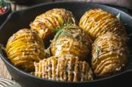 Nόστιμες πατάτες Hasselback με τυρί