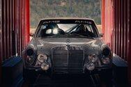 Μια αγωνιστική Mercedes-AMG μας ταξιδεύει στο παρελθόν