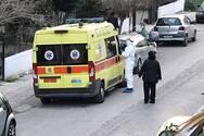 Κορωνοϊός: Συνεχίζεται το θρίλερ σε πολυκατοικία της Πάτρας - Και νέα κρούσματα μεταφέρονται στο νοσοκομείο (φωτο)