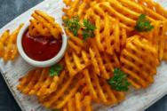 Συνταγή για τραγανές κυματιστές πατάτες
