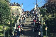 Πάτρα: Η Άνοιξη έφερε... κόσμο στις σκάλες της Αγίου Νικολάου (φωτο)