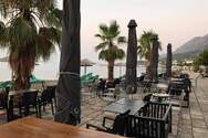Το Aqua all day cafe-restaurant αναζητά προσωπικό για την καλοκαιρινή σεζόν