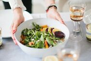 Τα διατροφικά λάθη που μας παχαίνουν στο βραδινό