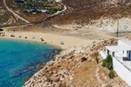 Η χρυσαφένια αμμουδιά της Σερίφου με το γραφικό εκκλησάκι του Αγίου Σώστη (video)