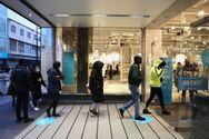 Βρετανία - Κορωνοϊός: Ανοίγουν σήμερα καταστήματα και παμπ