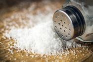 Καθαρίστε τους λεκέδες από τσάι, με αλάτι