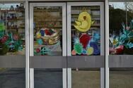 Πάτρα: Πασχαλινές ζωγραφιές στολίζουν τις εισόδους του νοσοκομείου
