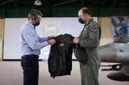 Ανδραβίδα - Το δώρο που έδωσε ο Αρχηγός Αεροπορίας στον Πρωθυπουργό (φωτο)