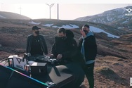 Οι έξι πατρινοί φίλοι που ανέβηκαν στην κορυφή του Παναχαϊκού για να παίξουν μουσική (βίντεο)