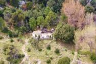 Το μοναχικό εκκλησάκι του Αγίου Γεωργίου στην καρδιά της Πάρνηθας (video)