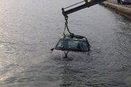 Αραχωβίτικα: Πάρκαρε το αυτοκίνητο και αυτό βρέθηκε στη θάλασσα