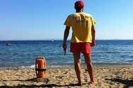 Κίνδυνος για να ξεκινήσει η σεζόν στις παραλίες της Πάτρας χωρίς ναυαγοσώστες