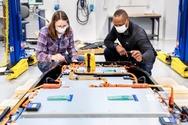 Η Ford επιταχύνει την έρευνα και εξέλιξη στον τομέα των μπαταριών