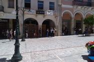 Πάτρα: «Ουρές» έξω από τα μεγάλα καταστήματα της Αγίου Νικολάου (φωτο)