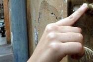 Πάτρα: Αναστάτωση για τον άνδρα που χτυπάει επίμονα τα κουδούνια
