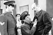 Το παράπονο του «αστυνομικού» των ελληνικών ταινιών για τις στολές του που κανείς δεν άκουσε