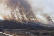 Φωτιά στην Πάρο: Ενισχύθηκαν οι δυνάμεις της Πυροσβεστικής (video)