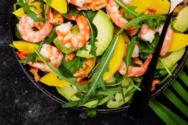 Δροσιστική σαλάτα με γαρίδες, μάνγκο και αβοκάντο