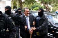 Χρήστος Παππάς: «Εντάξει παιδιά, έρχομαι», είπε στους αστυνομικούς που του χτύπησαν το κουδούνι (pics+video)