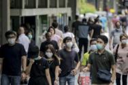Σιγκαπούρη: Η πρώτη χώρα στον κόσμο που θα σταματήσει την καταμέτρηση των κρουσμάτων κορωνοϊού