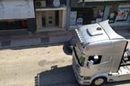 «Παρέλαση» από φορτηγά στη νότια Πάτρα λόγω γάμου (βίντεο)