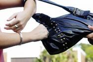 Πάτρα: Έκλεψαν τη τσάντα γυναίκας - Ανθρωποκυνηγητό από την ΕΛ.ΑΣ.