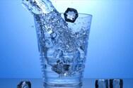 Παγωμένο νερό: Τελικά μπορεί να ενισχύσει την απώλεια βάρους;