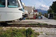 Πάτρα: Σύγκρουση προαστιακού με αυτοκίνητο