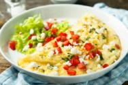 Kαλοκαιρινή ομελέτα με ντομάτα και φέτα