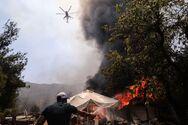 Εκτός ελέγχου η φωτιά σε Σταμάτα και Ροδόπολη - Καίγονται σπίτια και αυτοκίνητα