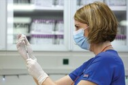 Κορωνοϊός - Εμβόλια: Σε πόσους μήνες μειώνονται τα αντισώματα