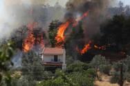 Φωτιά στην Εύβοια: Εκκενώθηκαν 15 χωριά, μήνυμα 112 για τις Κεχριές