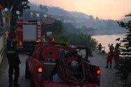 Φωτιά στη Ζήρια - Η μάχη που δόθηκε για να απομακρυνθούν από θαλάσσης οι λουόμενοι
